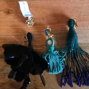 4 single Oscar de le renta earrings